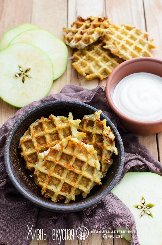 яблочные вафли в вафельнице