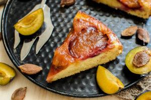 пирог перевертыш со сливами