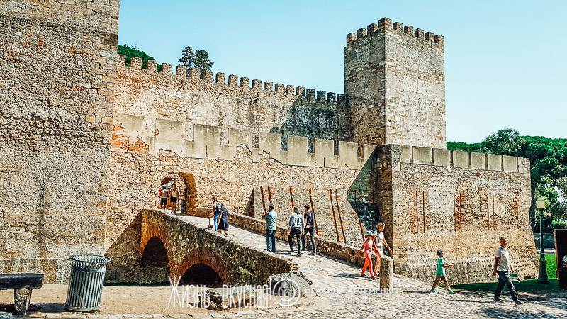 замок святого георгия лиссабон фото