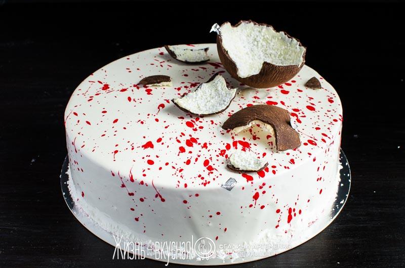 клубничный муссовый торт с зеркальной глазурью